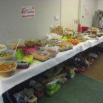 großer buffet tisch